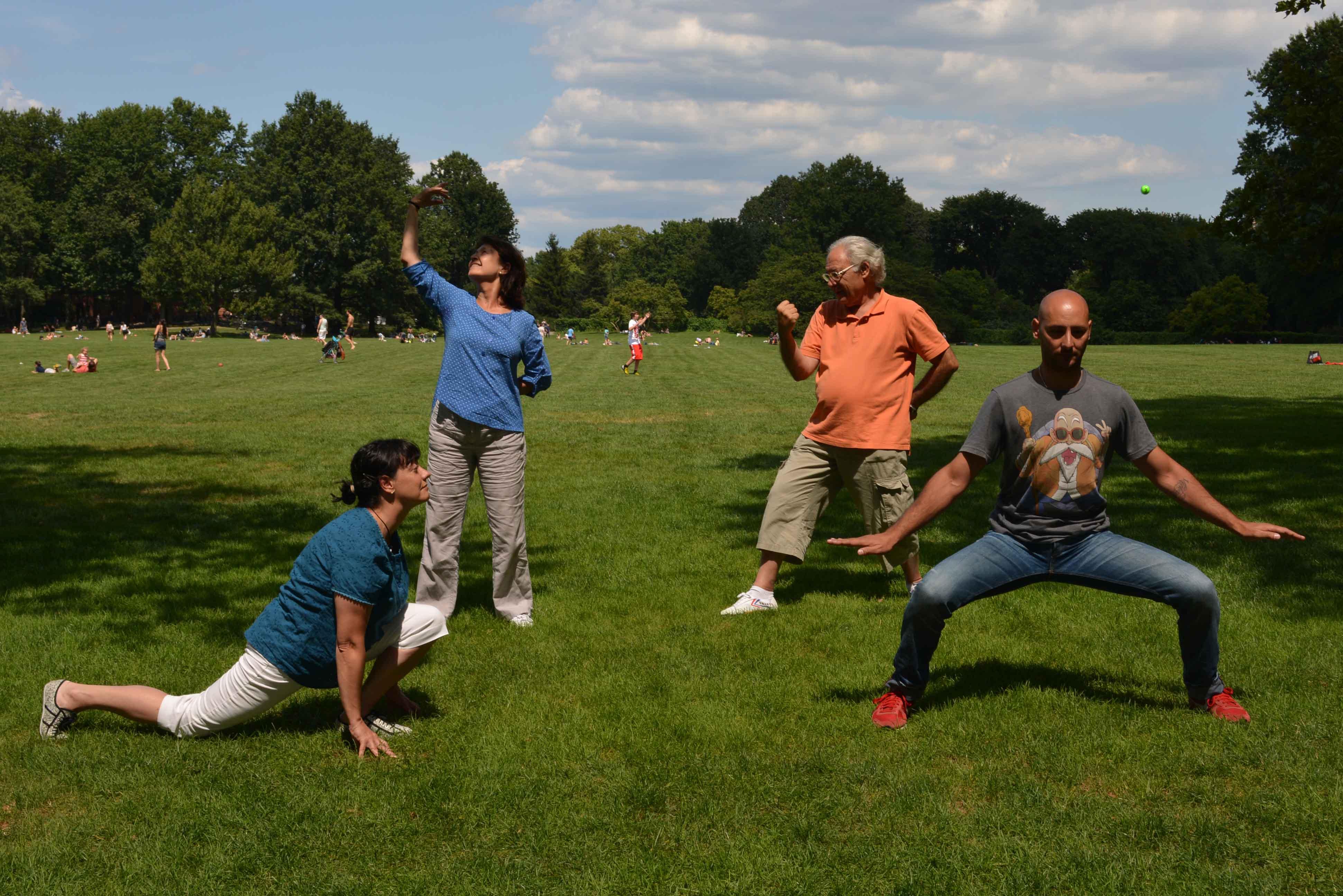 Práctica de Qigong en Central Park, Manhattan, NYC